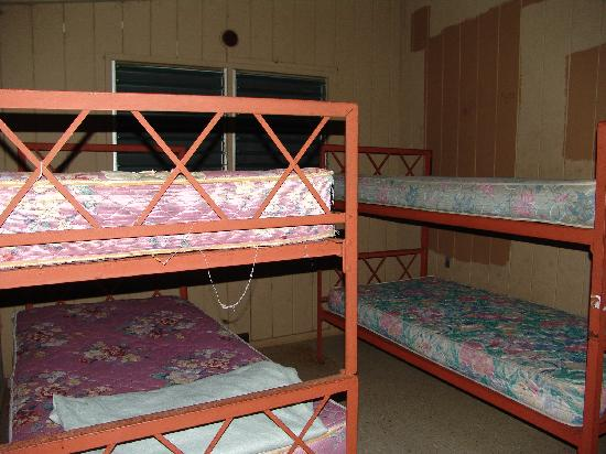 Waianapanapa State Park Cabins: Bed Room