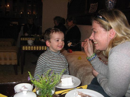Sirkeci Mansion: having birthday cake