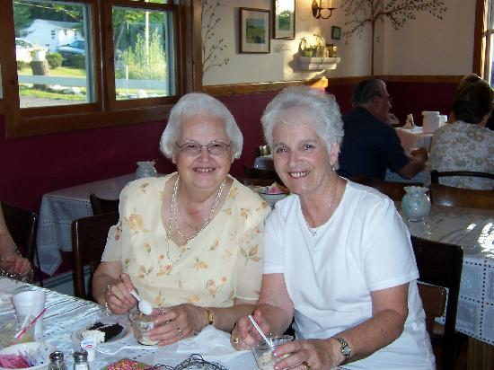 Gavin's Irish Country Inn: Mom Romeo and Mom Seery