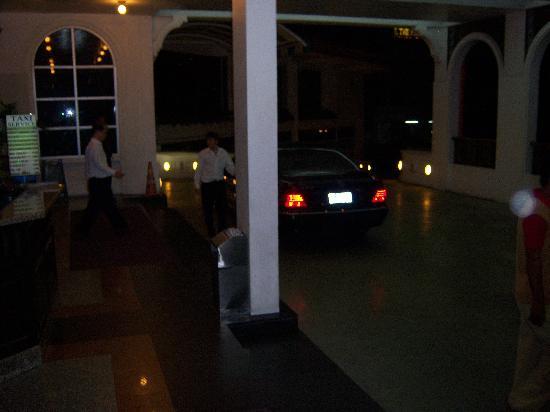 Grace Hotel: front entrance