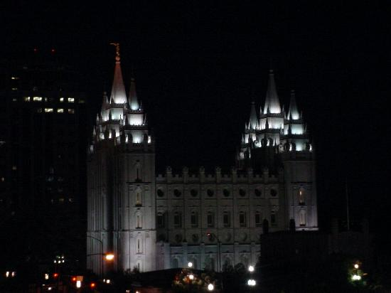 The Kimball Condominiums: View of Temple at Night
