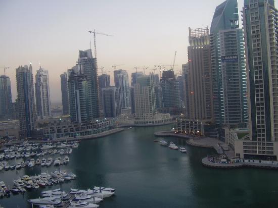 Dubai Marina Apartments : view marina from living room