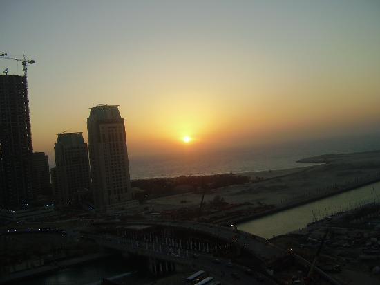Dubai Marina Apartments : view towards sea from living room