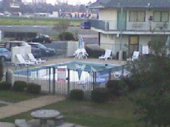 Red Roof Inn Alexandria, LA: Alexandria, La. Motel 6 swimming. Taken from upstairs.