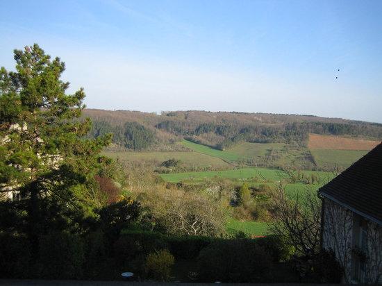 Vezelay, Prancis: Vue d'une fenêtre