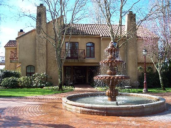 Vintners Inn: Vintner's Inn: Villa and Fountain