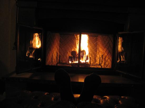 Hotel Quintessence : The fireplace in action