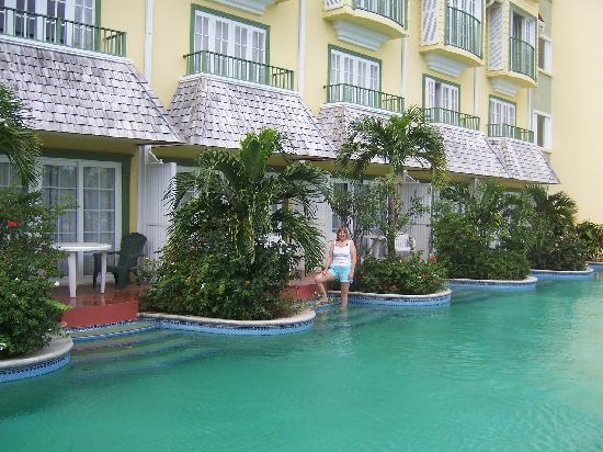 Coco Palm Resort Swim Up Rooms