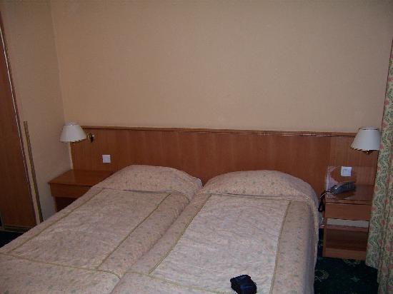 Hotel Grenelle: twin bedroom