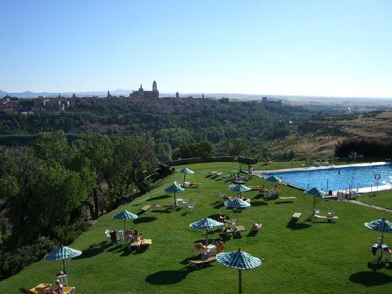 Perspective de la piscine picture of parador de segovia for La piscine review