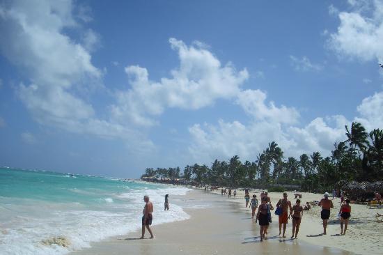 Iberostar Bavaro Suites: View to the beach vendor stores