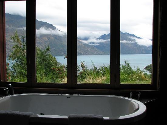 Azur: Bathtub and the view