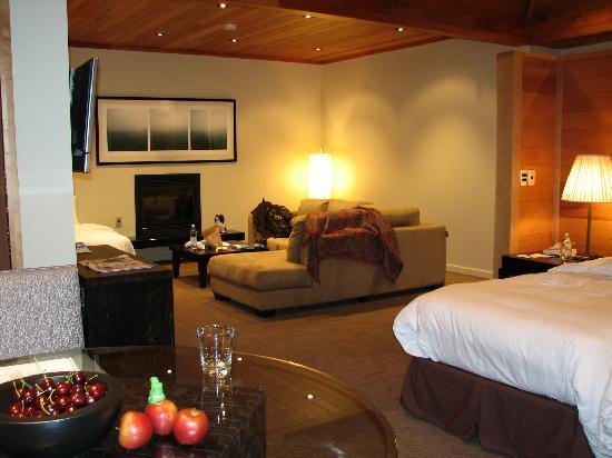 Azur: Living room