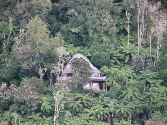 Solitaire Lodge : House in the distance