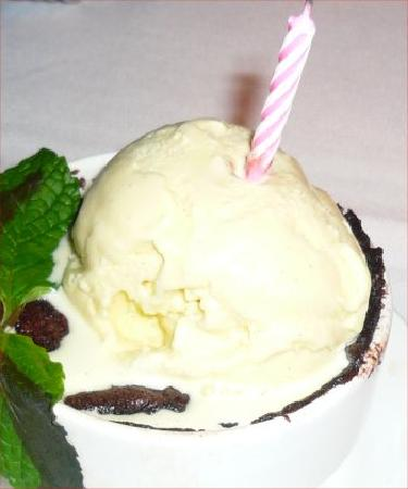 Serratto: Chocolate Cobbler, dwarfed by ice cream