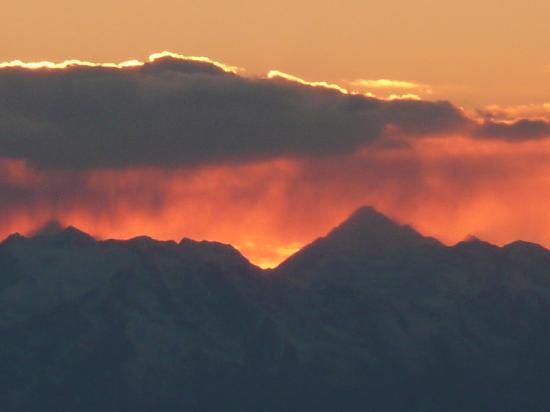 Vista Lago: sunset over the alps