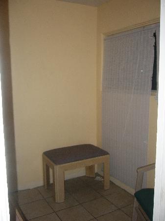Budget Inn & Suites El Centro: Kitchenette area