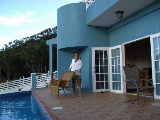 Blue Skies Villas: pool deck