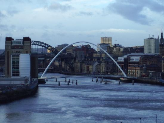 City Apartments Newcastle - Quayside: bridge & sage in the distance
