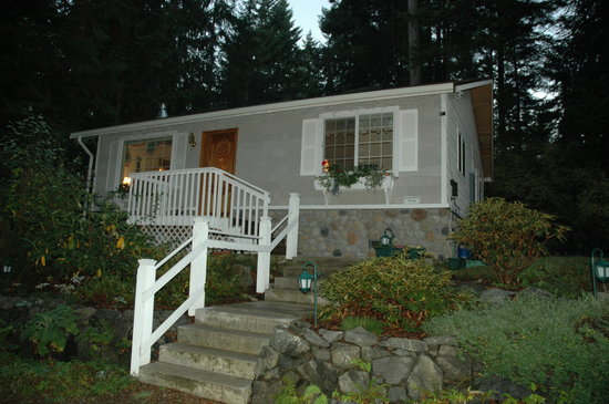 A Hidden Haven Bed and Breakfast : The exterior of our cottage