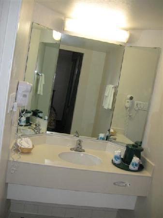 La Quinta Inn Reno: Bath