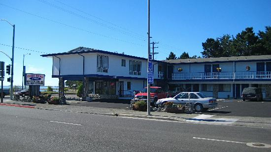 فرونت ستريت إن: The Front Street Inn