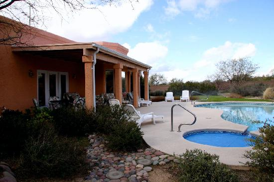 The Jeremiah Inn Bed and Breakfast: Pool Area