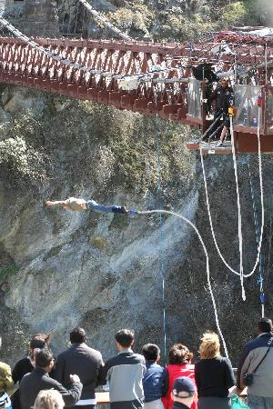 AJ Hackett Bungy New Zealand: The Kawarau Bridge Bungy