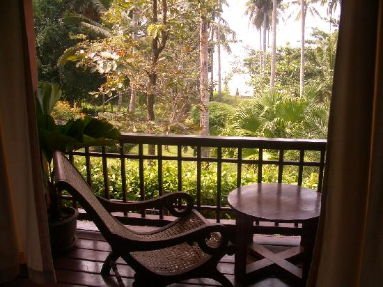 Baan Mai Cottages: Thai villa porch