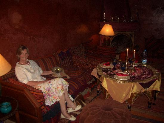 Riad Samsara: Rlaxing with a glass of champagne on our last nighht