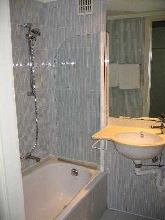 Royal Astrid Hotel : Bathroom