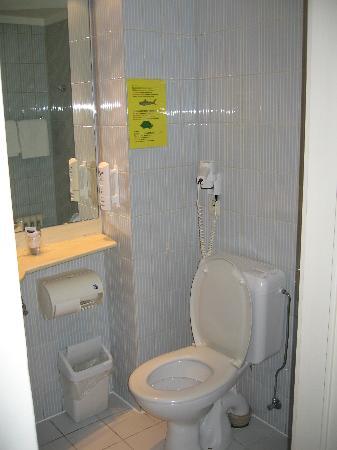 Royal Astrid Hotel : Toilet