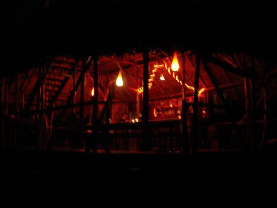 Al Natural Resort: nighttime in the dining hut