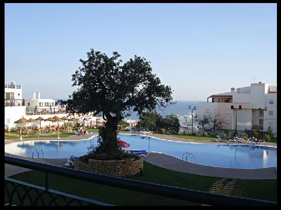 Cerro Mar Atlantico Touristic Apartments: View of the pool from our apartment