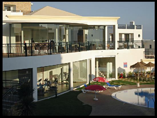 Cerro Mar Atlantico Touristic Apartments: The gym and bar above