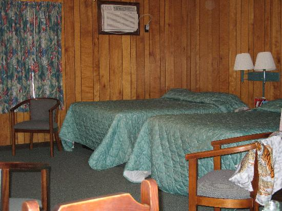 Sea Ranch Motel: 2 Queen Bed/Full Kitchen room