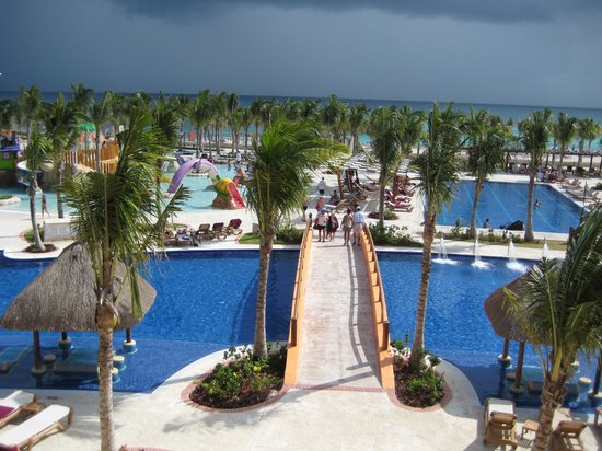 Hotel Barcelo Maya Beach: View from the Master suite MIchoacan building