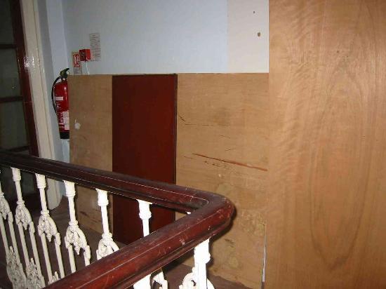 Regency Court Hotel: escalier