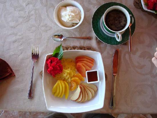 Asian Jewel Boutique Hotel: A delicious fruit platter every morning