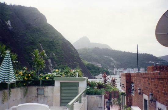 Benidorm Palace Hotel: Vista desde piscina Hotel Benidorm Palace  - RIO JANEIRO