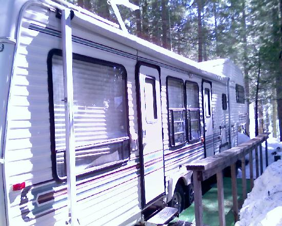 Pinecrest Chalet: outside of RV