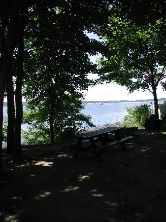 Rockland Breakwater Light: one picnic table