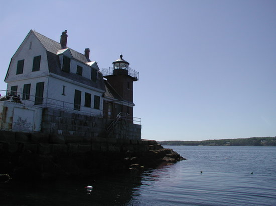 Rockland, Мэн: lighthouse close up - sun in back