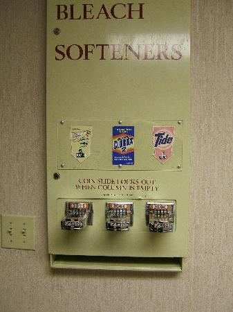 Drury Inn & Suites Houston West Energy Corridor: Assorted detergents and softener