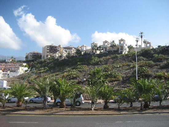 Vincci Selección La Plantación del Sur: View of Hotel half way to the beach!