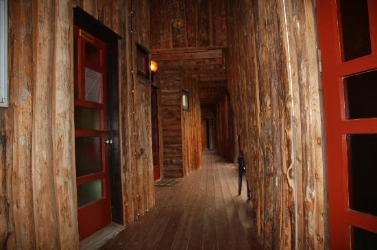Brekkestranda Fjord Hotel: the hallway to the rooms