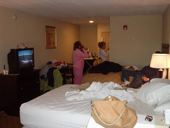 Griffin Inn & Suites: Another pic of the 2 bed room suite