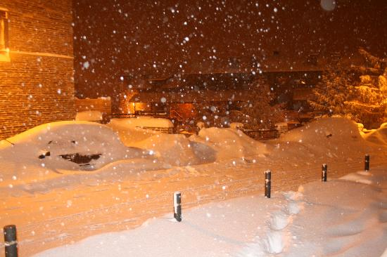 Neilson Chalet Hotel Casale: Luckily it snowed while we were there so we got some good boarding in