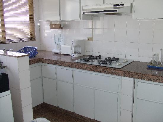 Aparthotel Torres de Alba: Spacious, clean kitchen