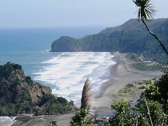The Spencer on Byron Hotel: Lovely Piha Beach on West Coast - just cos we love it
